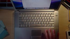 Apple представила MacBook с двумя дисплеями